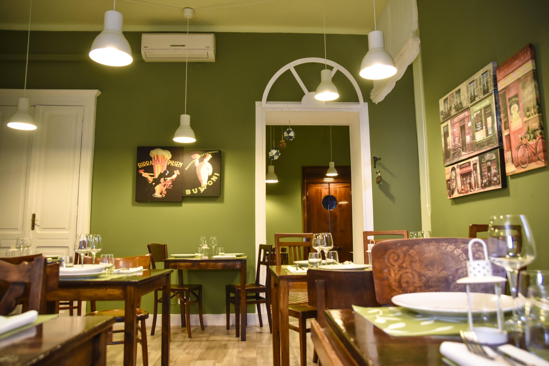 Ristorante in verde oliva